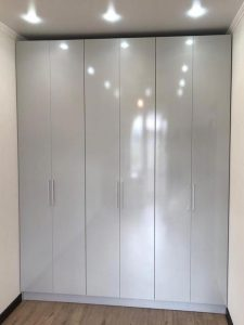 Матовый шкаф для одежды на заказ