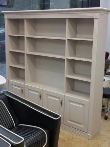 Шкаф для салона красоты
