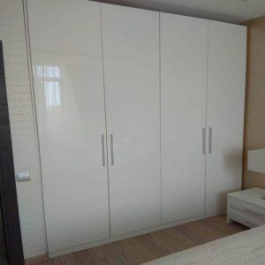 Распашной шкаф с фасадами из глянцевого ЛДСП с платяным и полочным отделениями от 9000 руб.