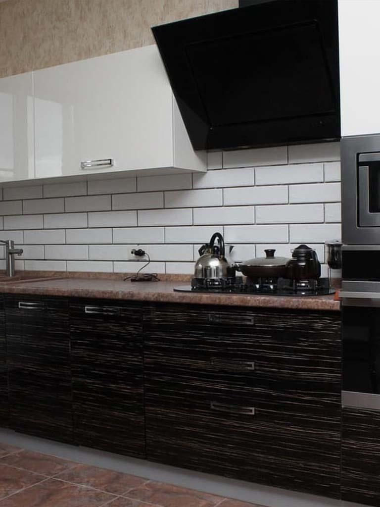 Темная кухонная мебель под заказ