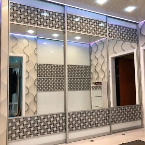 Встроенный шкаф-купе IMV-3 от 32400 р. (С комбинированными фасадами из зеркала и 3D-стекла.)