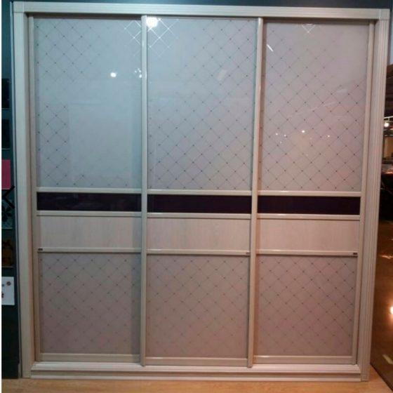 Встроенный шкаф-купе IMV-2 - (С комбинированным фасадом из декоративных стекол.)