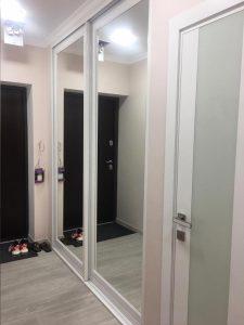 шкаф зеркальный белый